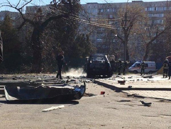 В центре Мариуполя взорвали авто с полковником СБУ