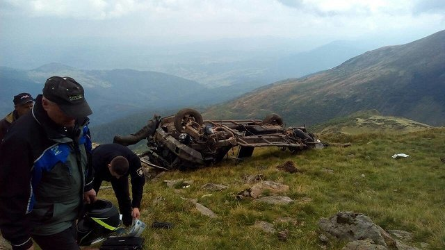 В Закарпатье погибли киевляне слетев на джипе в пропасть