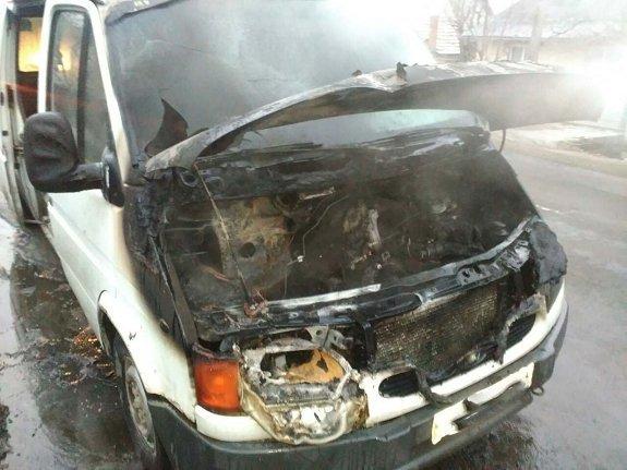 """В Берегово на ходу загорелся """"Ford Transit"""""""