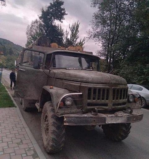 В Закарпатье полиция задержала 4 грузовика с подозрительной древесиной - Рахов