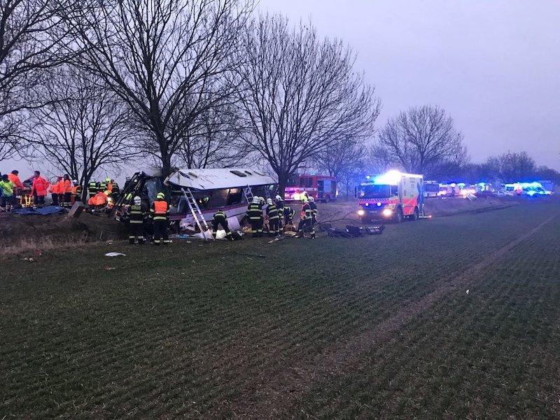 Близ Праги произошло ужасное ДТП с участием пассажирского автобуса