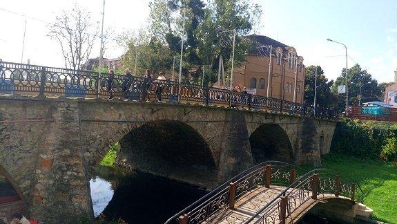 Через старинный мост в Берегово ограничили автомобильный проезд