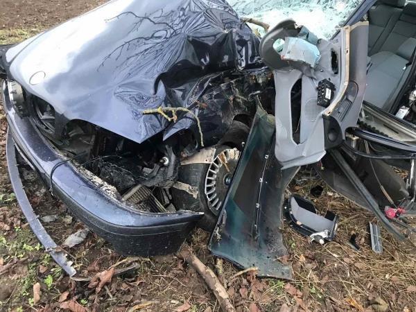 """ДТП в Закарпатье: """"BMW"""" можно смело сдавать на металлоломом"""
