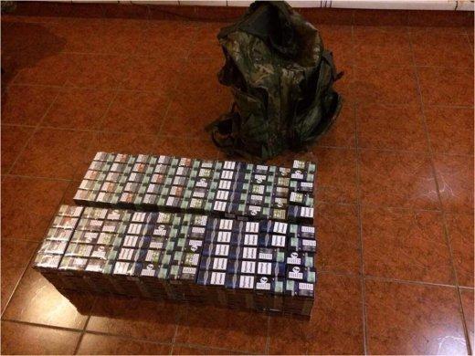 Держприкордонслужба повідомляє про затримання контрабандистів.