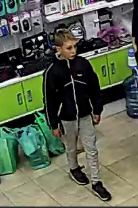 В Ужгороде печально известный ребёнок украл из торгового центра ноутбук