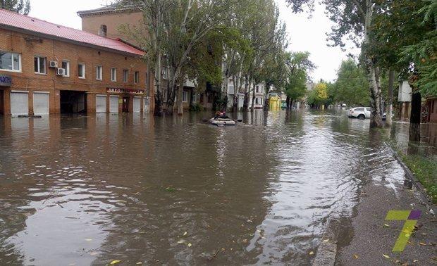 В Одессе улицы остаются затопленными