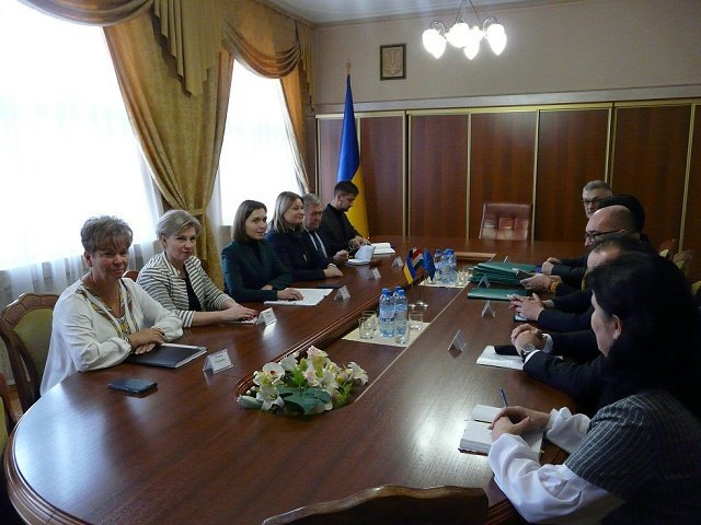 Говорить об ограничениях для представителей нацменьшинств не будем, - Новосад посетила Закарпатье