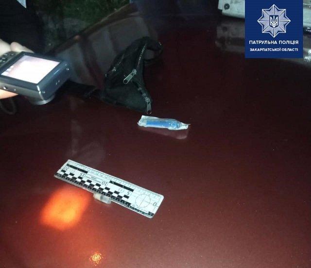 В Закарпатье за нарушение ПДД остановили авто - нервы пассажира выдали его с потрохами
