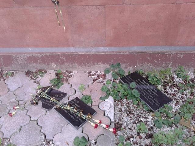 В Закарпатті правоохоронці зайнялися розбитими меморіальними плитами