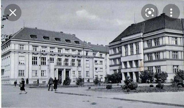 В Ужгороде с фасада дома украли бронзовую табличку