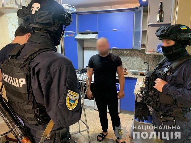 Киберполиция накрыла в Харьковской области ОПГ аферистов, которые похищали деньги с банковских карточек украинцев.