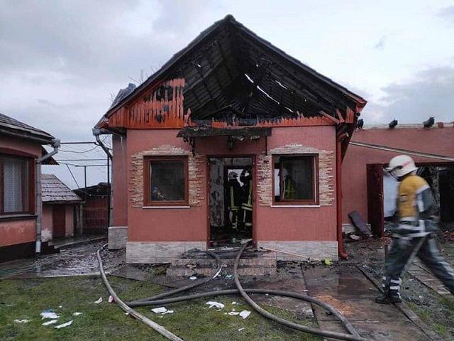 В Закарпатье люди заметили пожар, когда пламя полностью охватило здание