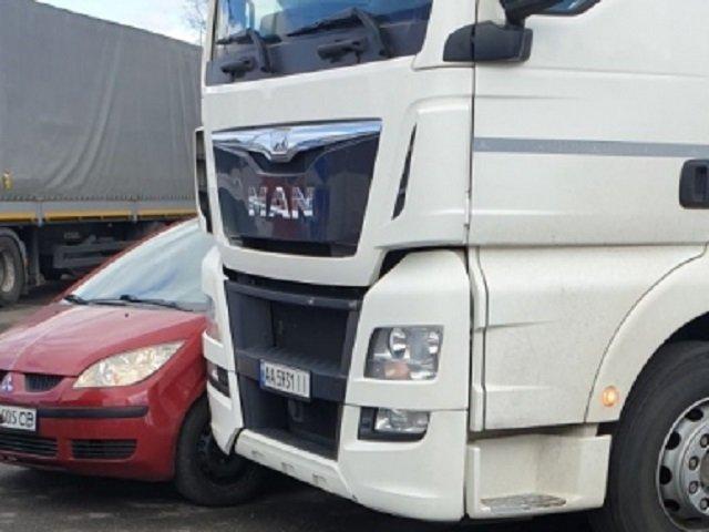 ДТП в Закарпатье: Mitsubishi влетело в фуру