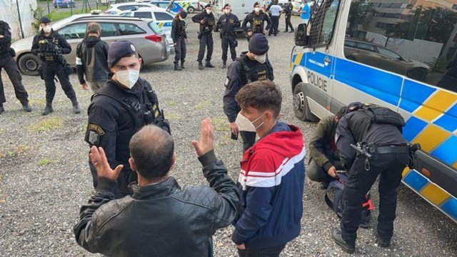 В Чехии после ожесточенной погони поймали нехилую партию нелегалов