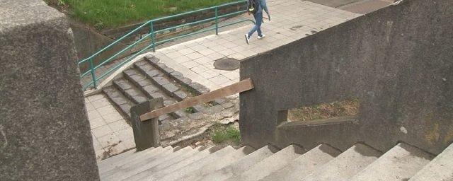 В Ужгороде горожанам пока придется обойтись без нормальных перил на мосту Масарика