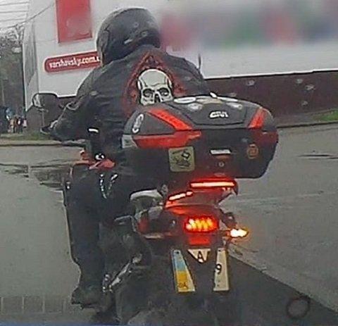 Мотоциклист в Киеве сумел удивить патрульных.