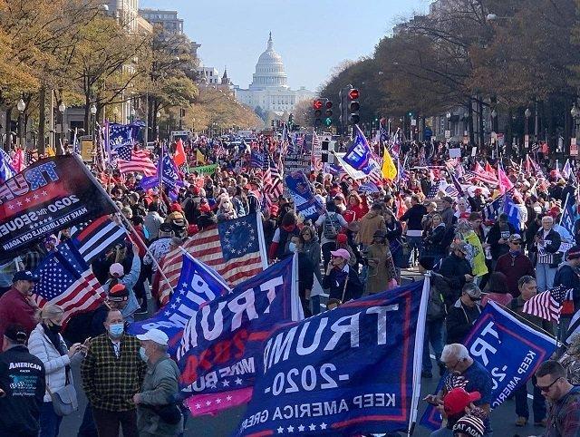 Марш миллионов: Сторонники Трампа вышли на протест в Вашингтоне