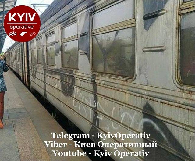 Это тематическая электричка, в стиле Киберпанк, - иронизируют украинцы.
