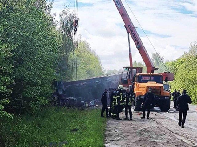 Масштабная авария под Хмельницким: 3 машины сгорели, минимум четверо погибших