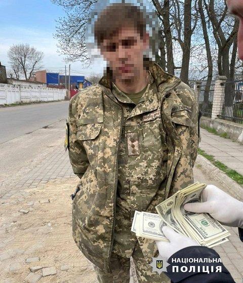 В военкомате Одессы начальник, без каких-то 6500$, угрожал призывника отправить на Донбасс