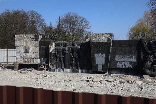 Во Львове начали уничтожение памятника воинам Красной Армии