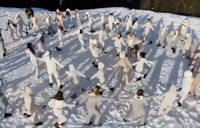 Голые зайчики и хороводы по снегу: Модели, арестованные в Дубае, участвовали в особенной вечеринке в Карпатах