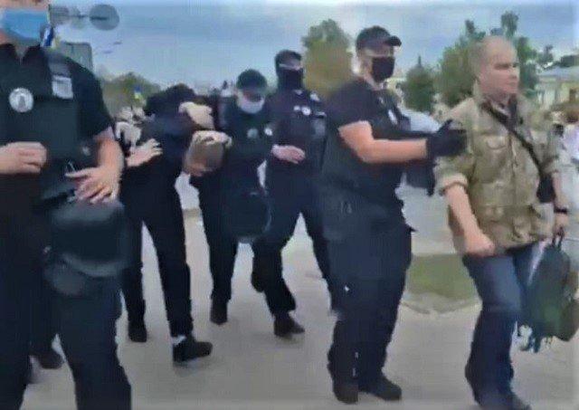 Стало известно, кто атаковал зеленкой Порошенко, парню грозит пять лет тюрьмы