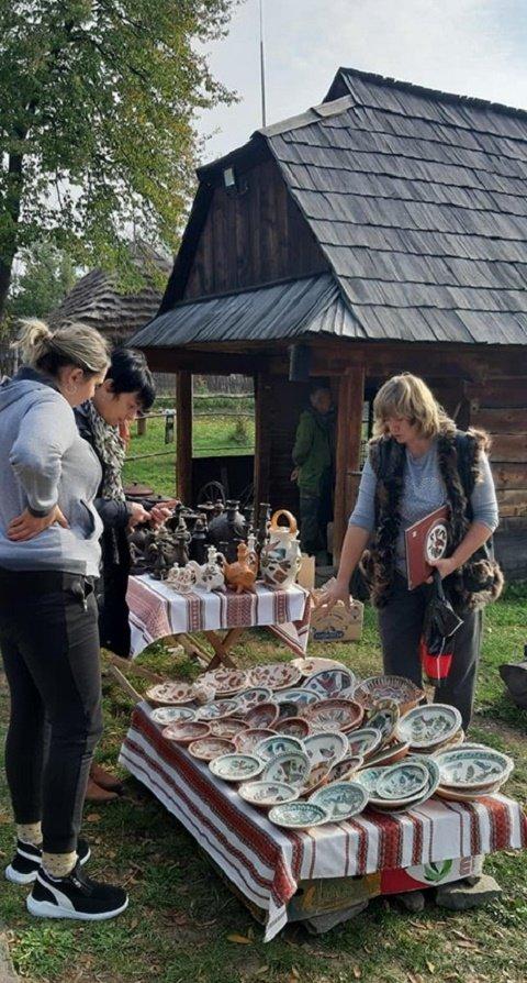 В Ужгороде на фестивале в скансене учат гончарному делу мастера из разных уголков Украины