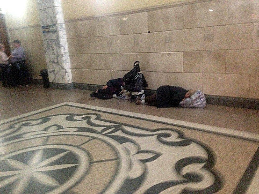 Ромы атаковали киевский вокзал и обустроили ночлежку на полу