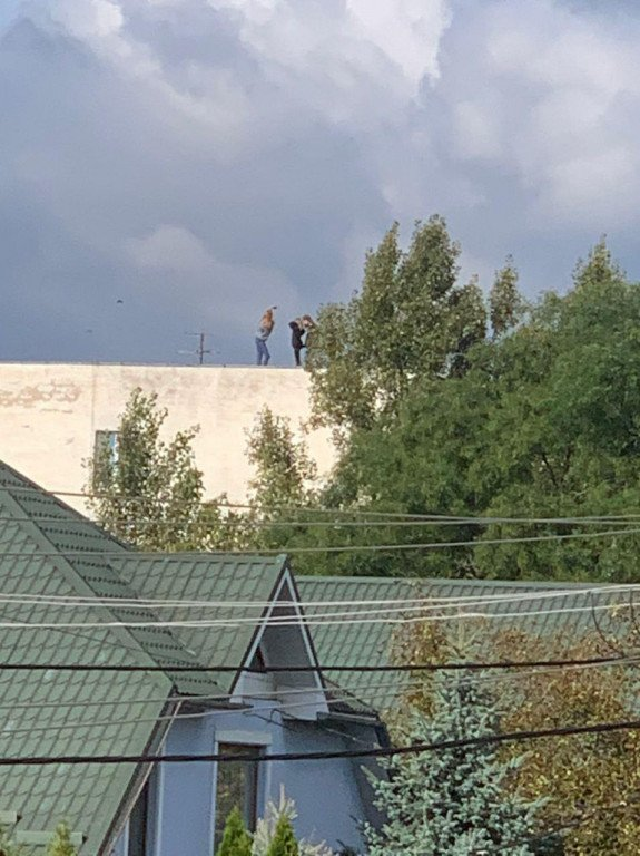 """В Ужгороді екстремальна """"прогулянка"""" дівчат могла закінчитися смертю"""