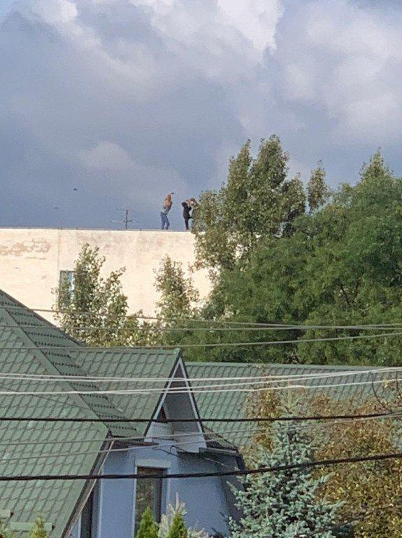 """""""Безбашенные"""" девушки из Ужгорода рискуют жизнью ради ... лайков"""