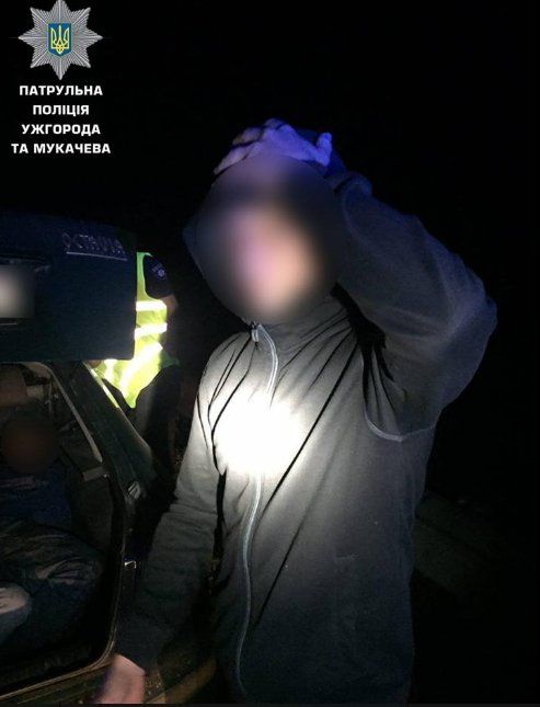 Ужгородські полісмени помітили в авто ще трьох осіб..