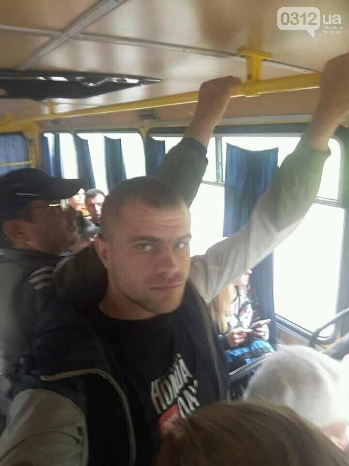 """Автобусний скандал на Закарпатті: """"Не подобається, то вилазь!"""""""