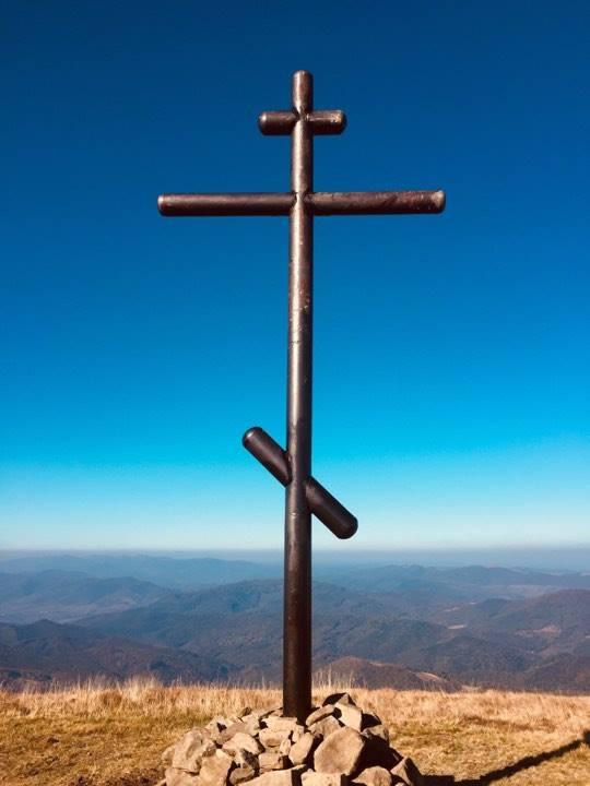 Закарпаття. На полоннині Руна встановлено новий поклонний хрест