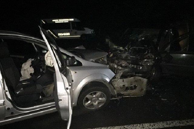 """В Закарпатье столкнулись два """"Опеля"""": Погиб водитель, женщина в реанимации"""