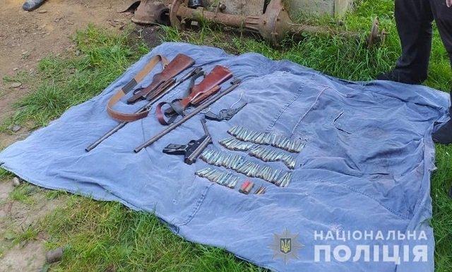 В Закарпатье полицейские на чердаке у заробитчанина нашли запрещенные предметы