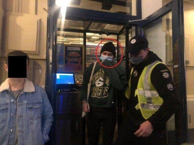 """Во Львове суд вынес приговор парню за """"коммунистическую"""" футболку (ФОТО)"""