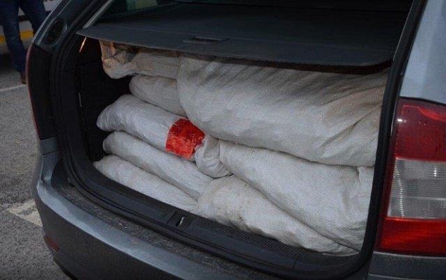 Рекордную партию янтаря на сумму около 550 тыс евро пытались провезти через границу в Закарпатье
