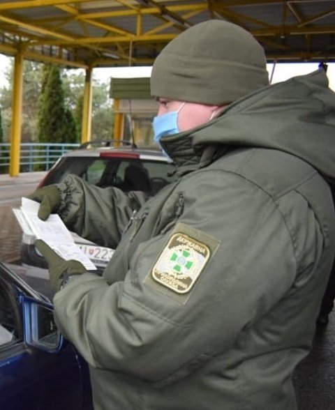 Полный облом: В Закарпатье на границе задержали афериста с липовыми печатями в паспорте