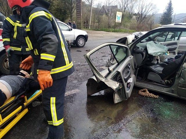 Во Львовской области не разминулись две иномарки: В аварии пострадали 3 детей