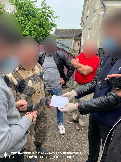 В Тернопольской области на горячем взяли замвоенкома, вымогавшего взятку у призывника