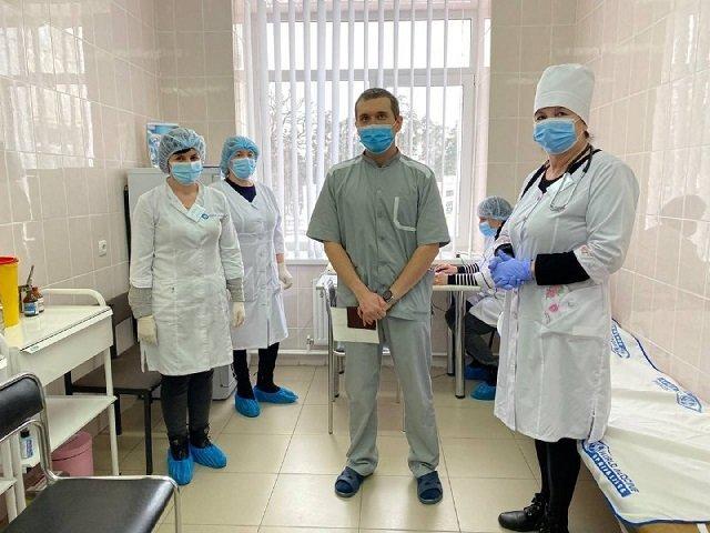 Вакцинация украинцев началась с врача-реаниматолога Евгений Горенко