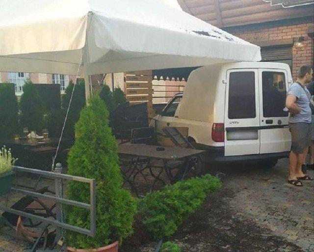 Разнес террасу в областном центре Закарпатья: появились новые подробности ДТП