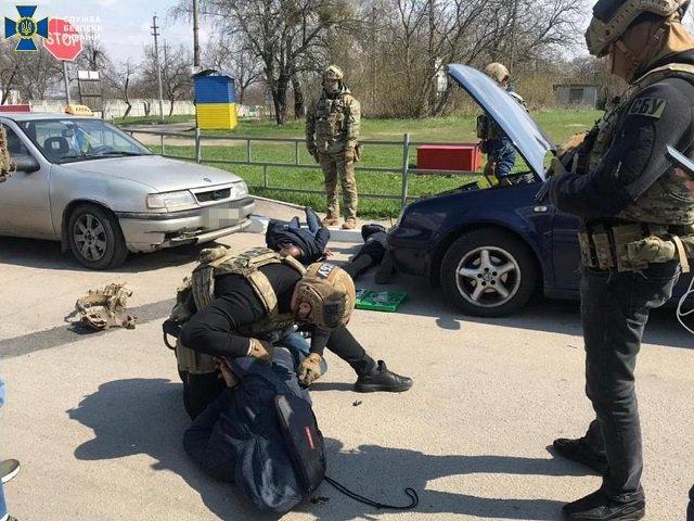 """В Закарпатье накрыли """"бизнес"""" межрегиональной ОПГ переправщиков"""
