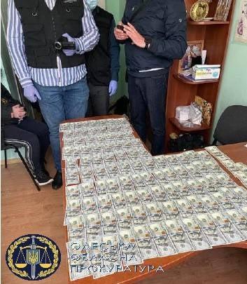На взятке 11 тыс. долларов взяли завотделением кардиохирургии одной из больниц Одессы.