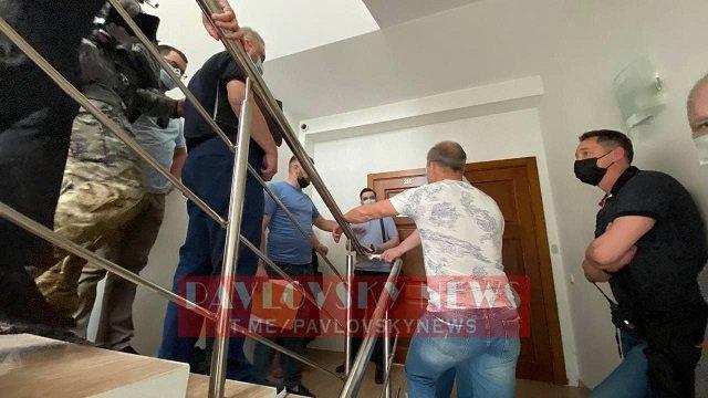 Следователи СБУ зашли в приёмную Медведчука, по их информации, там находится кабинет некого гражданина Мартынова.