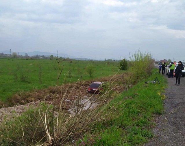 Авария в Закарпатье: Авто приземлилось в кювете