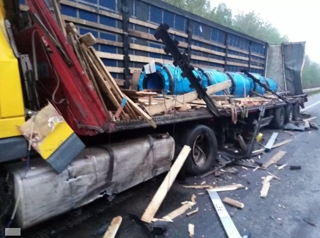 """Авария произошла на 123 километре трассы """"Киев-Чоп"""" сегодня около 5 утра."""