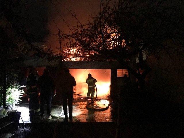 В областном центре Закарпатья пылали гаражи
