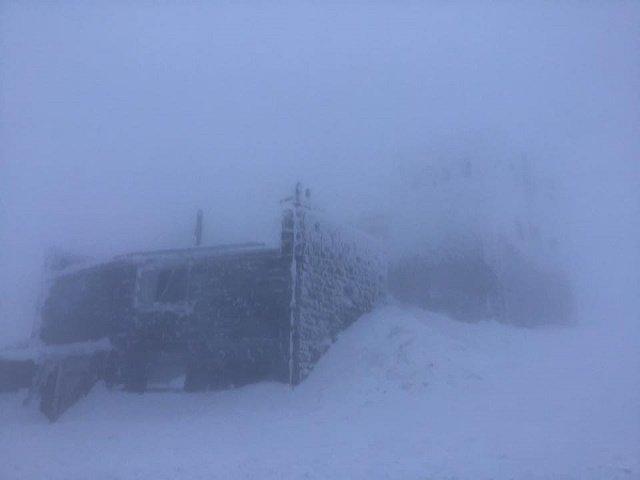 Гора Поп Иван: В Закарпатье туристов предупреждают о высокой опасности схождения лавин в Карпатах